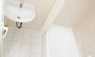 無垢材が優しく薫るスタイリッシュな空間 (バスルーム)
