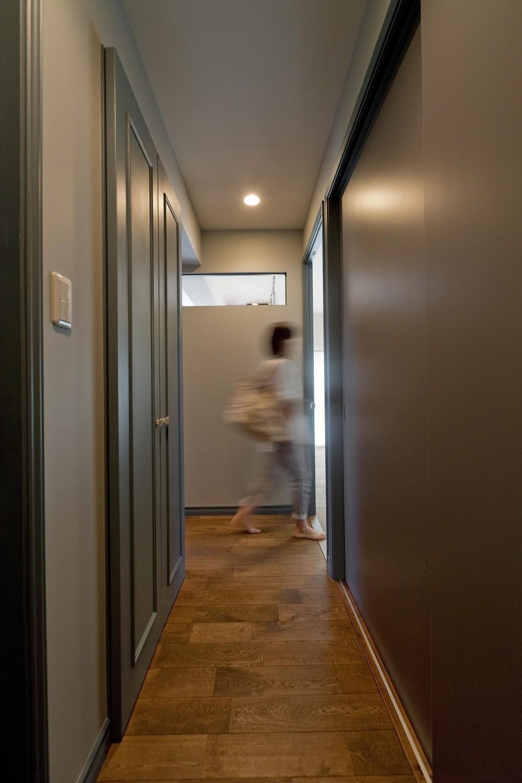ブルーグレーの家 (廊下)