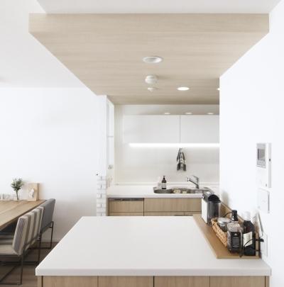 建築家とつくりあげた理想のリノベーション空間 (キッチンにある作業カウンター)