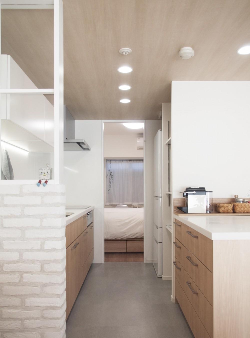 建築家とつくりあげた理想のリノベーション空間 (キッチンにある可動式の収納棚)