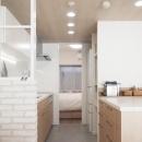 建築家とつくりあげた理想のリノベーション空間の写真 キッチンにある可動式の収納棚