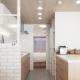 キッチンにある可動式の収納棚 (建築家とつくりあげた理想のリノベーション空間)