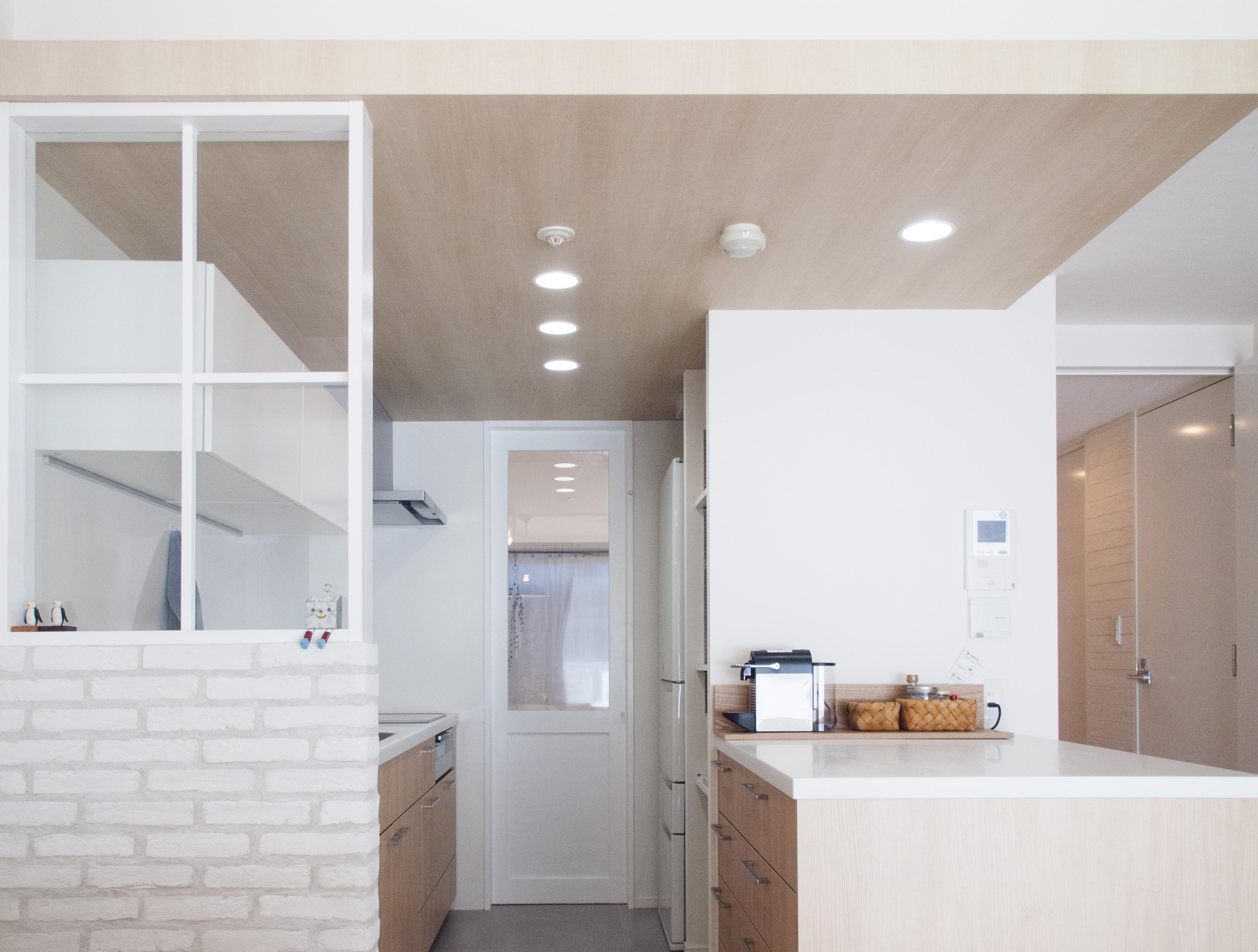 建築家とつくりあげた理想のリノベーション空間の部屋 キッチンを進むと寝室スペースへ