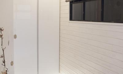 建築家とつくりあげた理想のリノベーション空間 (エントランスにある室内窓)