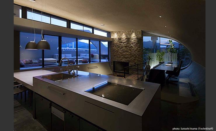 H邸の部屋 キッチンから眺める