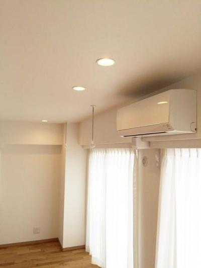 高級ロッジのような上質で温もり豊かな住空間 (LDK)