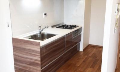 高級ロッジのような上質で温もり豊かな住空間 (キッチン)