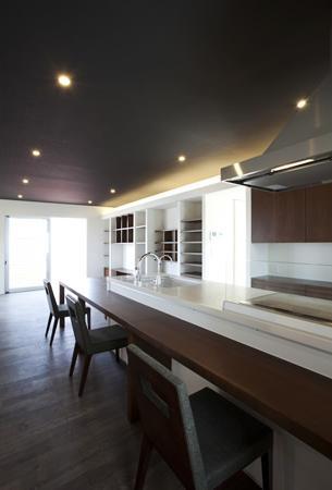 キッチン事例:ダイニング・キッチン(大きなデッキのある家)
