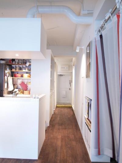 廊下 (ritmico-シンプルな白基調に、西海岸の風を)