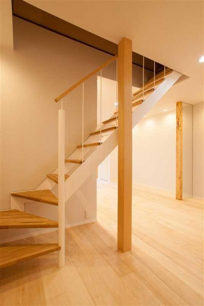 春日丘の家リノベーション (階段02)