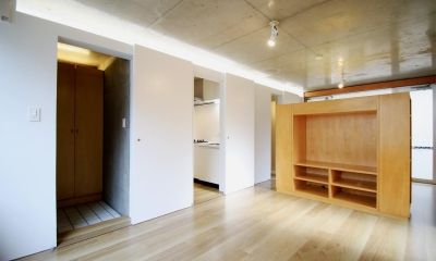 居室|RCと木と間接照明と。シンプル1Kの洗練された空間