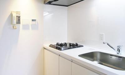RCと木と間接照明と。シンプル1Kの洗練された空間 (キッチン)
