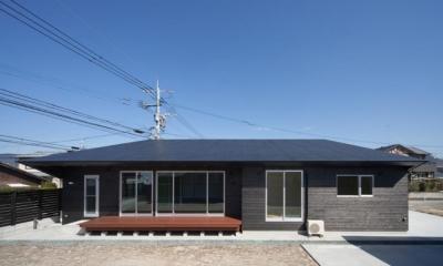 和傘の家 (ウッドデッキのある平屋)