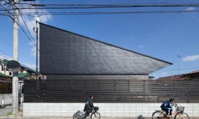 和傘の家 (片流れ屋根の外観)