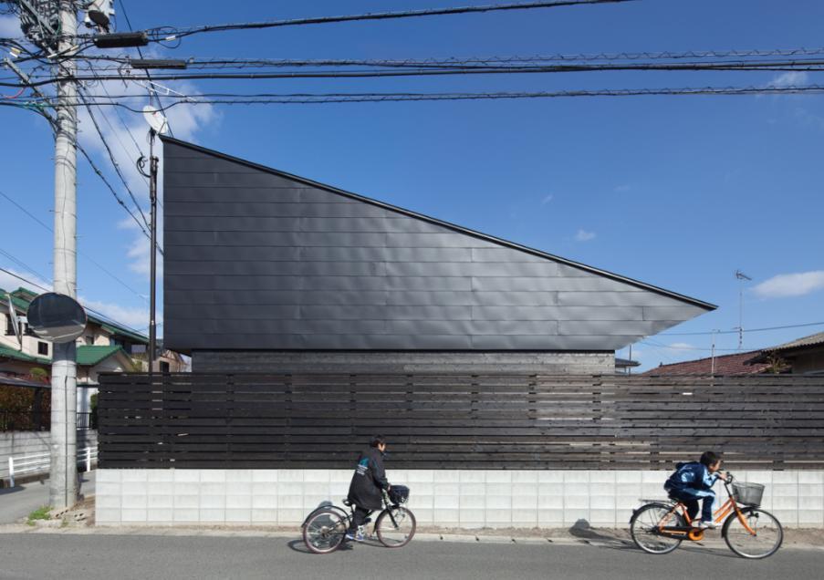 三角 健晃「和傘の家」