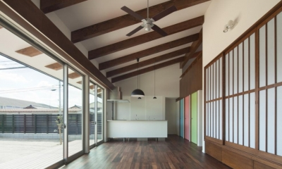 和傘の家 (全体を眺める-close)