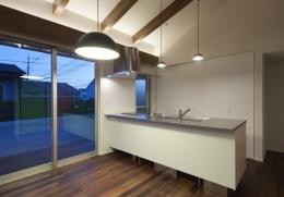 和傘の家 (シンプルなキッチン)