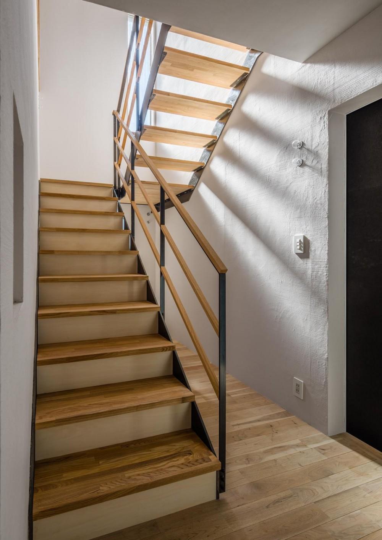 アトリエのある家 HouseNK (階段)