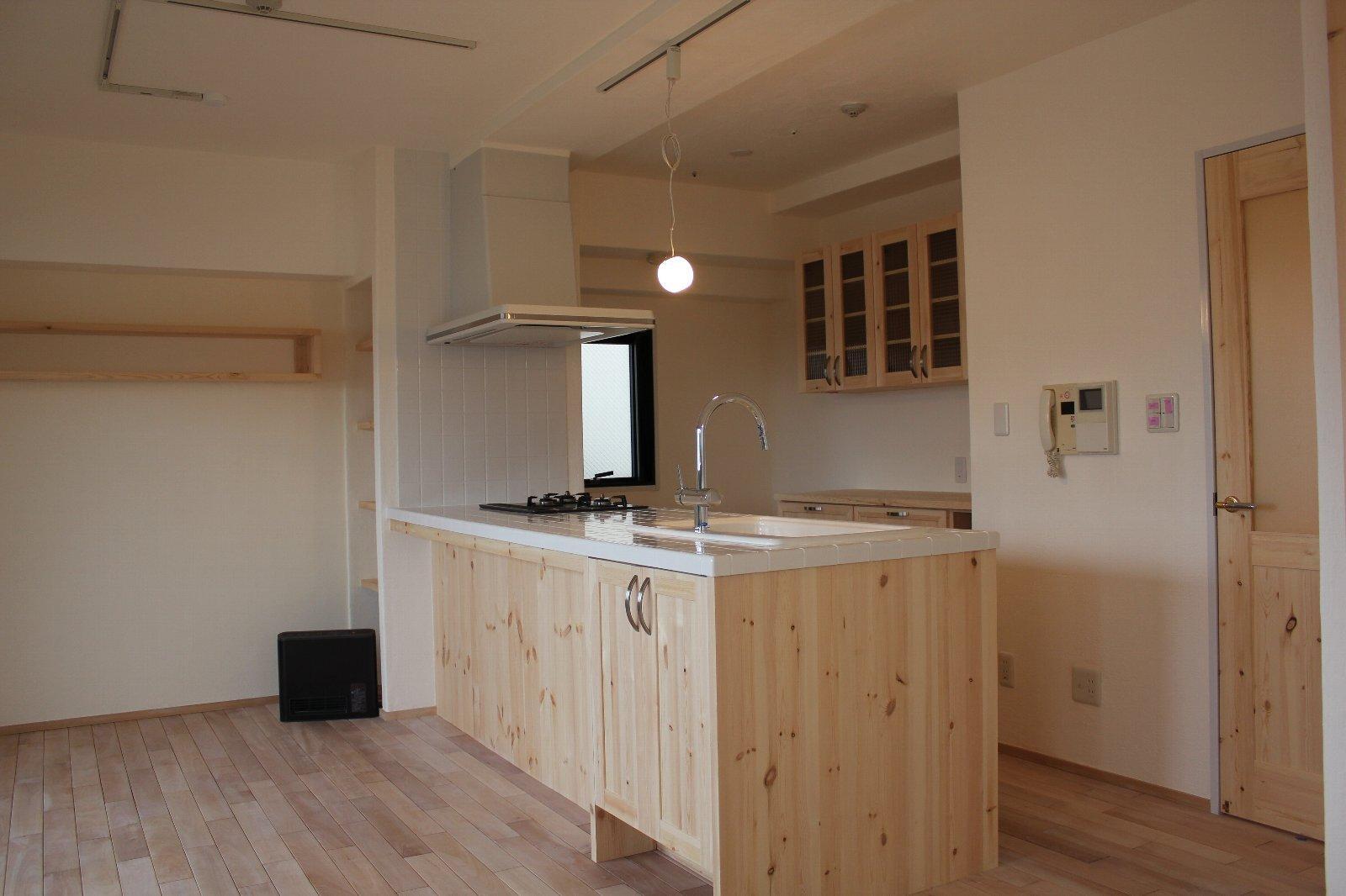 E様邸の部屋 木質感がおしゃれなキッチン