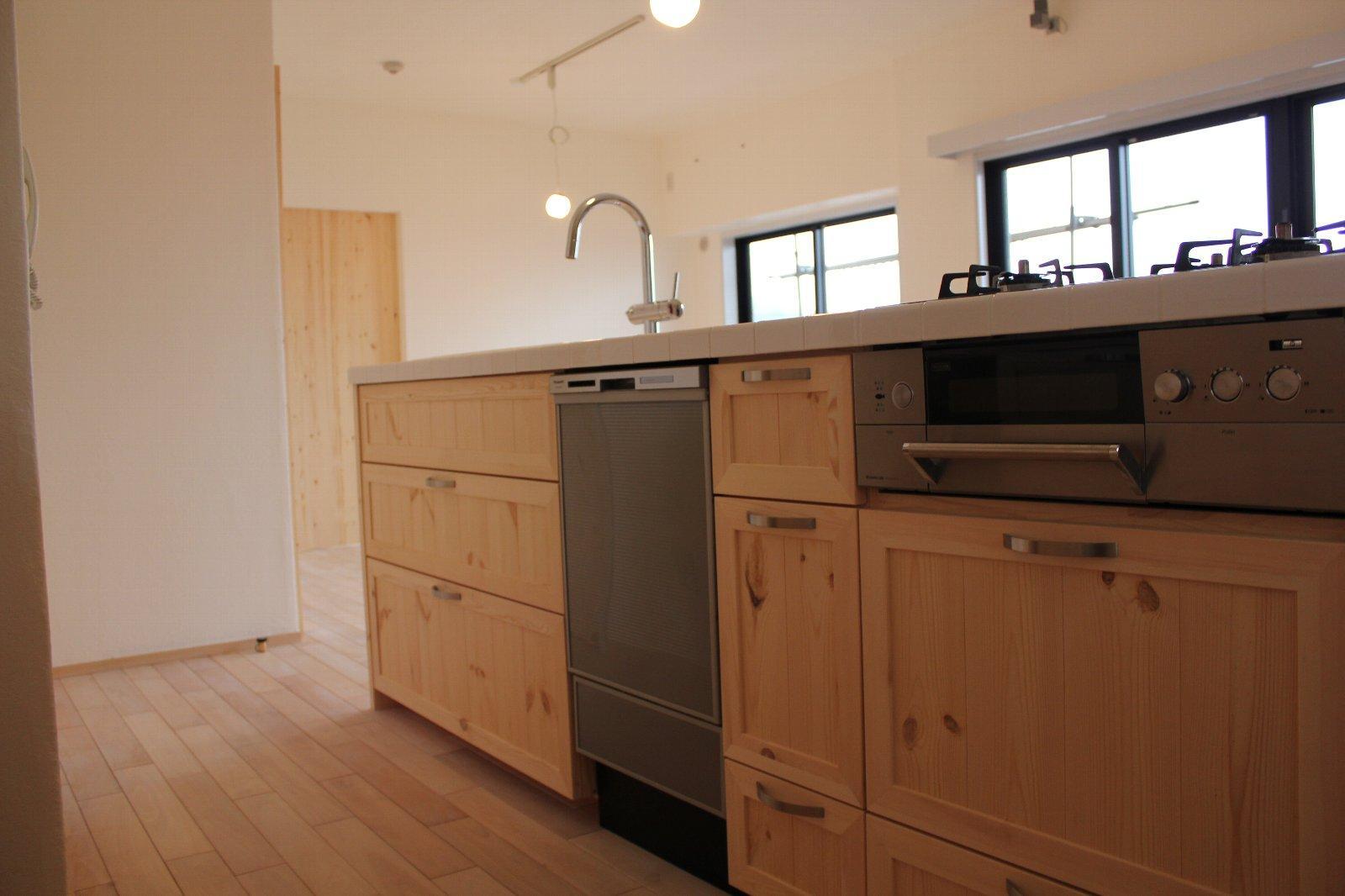 キッチン事例:収納たっぷりのキッチン(E様邸)