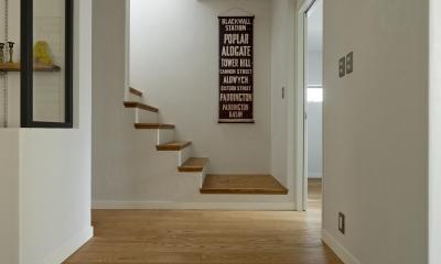 N.Y.style (エントランスと2階への階段)