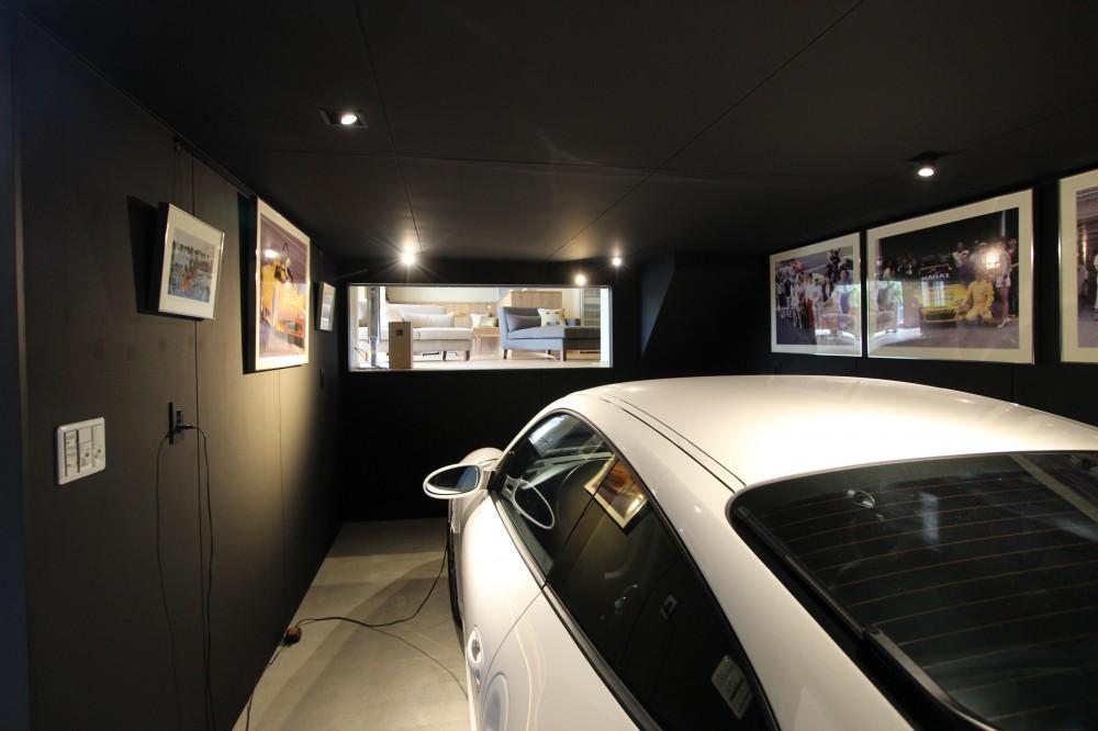 住工房「和モダンの実家リノベーション~ 愛車を眺めて寛ぐ至福のガレージハウス~」