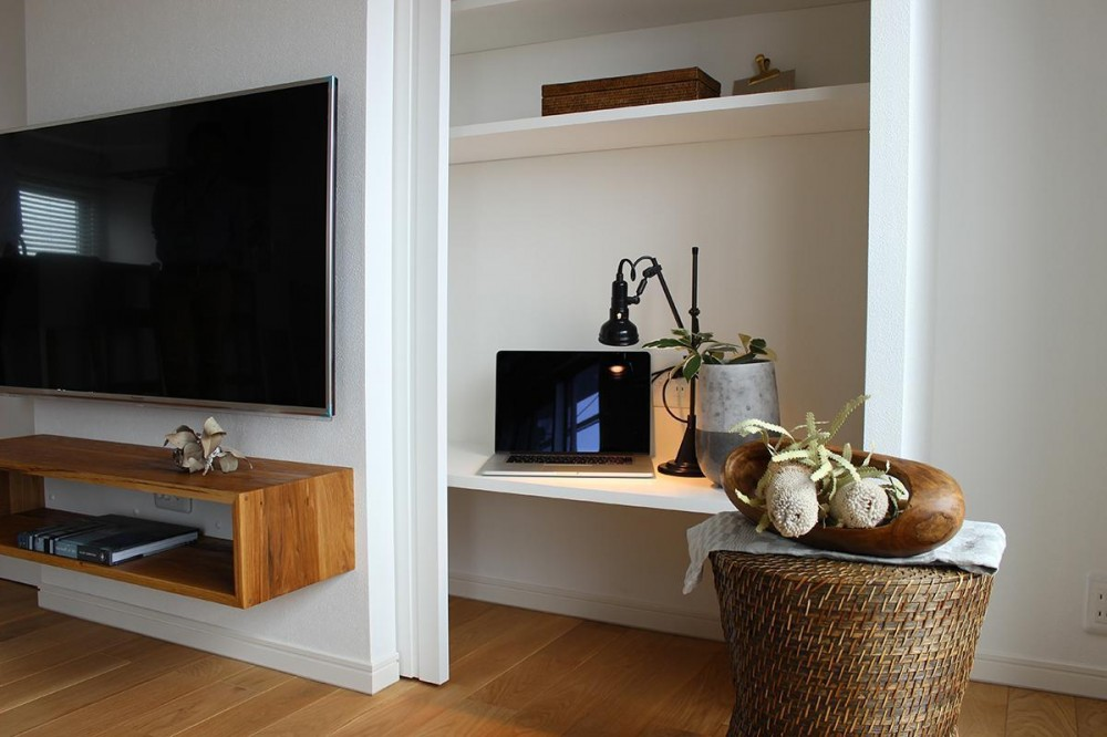 家族構成に合わせたマンションリノベーション (テレビ裏の隠し収納)