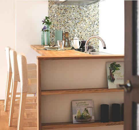 家族構成に合わせたマンションリノベーションの部屋 キッチンにあるナチュラルな棚