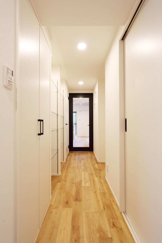 O邸・無垢の王様「オーク」をふんだんに使用した空間 (廊下)