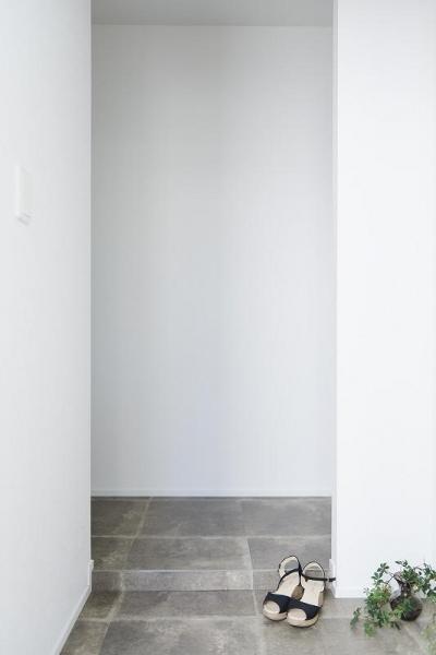 玄関 (「内側に外をつくる」明確なコンセプトを軸に臨んだ2度目のリノベーション)