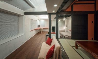 可動間仕切の一室空間 ( 夜の内観 ) 美山のK邸改修