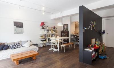M邸-黒板塗装の壁でLDKと遊びスペースに (リビング)
