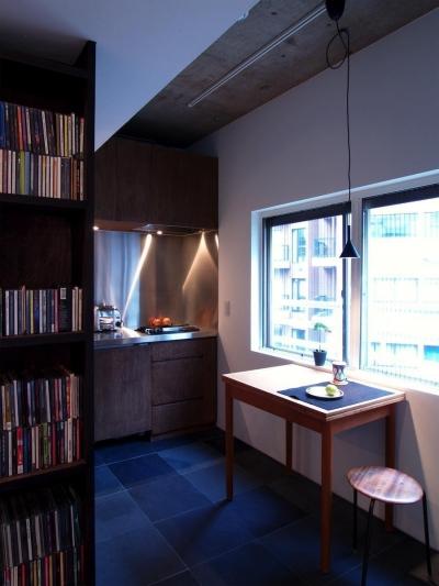 キッチン (Nogi-壁一面の本棚 2歩進んだリノベとは)