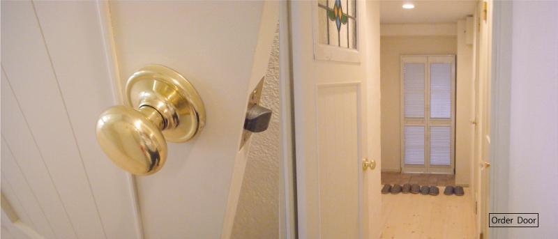 アンティーク家具が似合う部屋の部屋 Order door