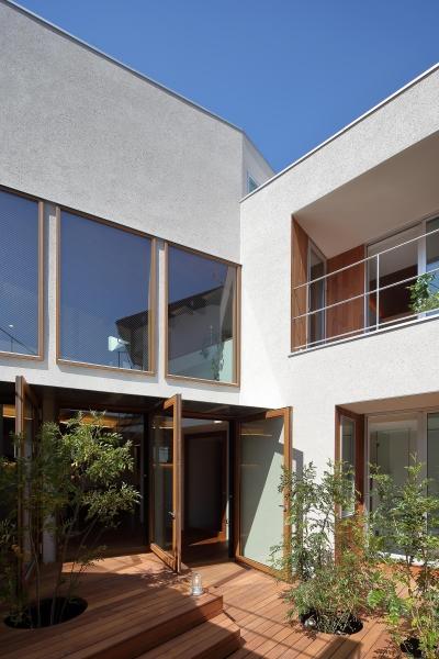 中庭2 (三角の吹抜けのあるチークの家  ( 奥沢の家 ))