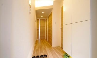 動線や暮らしやすさをしっかりと考えた快適な住まい (玄関)