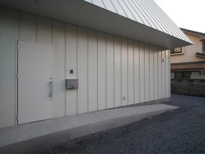 希望ヶ丘の家 (屋根材をつかった外壁)