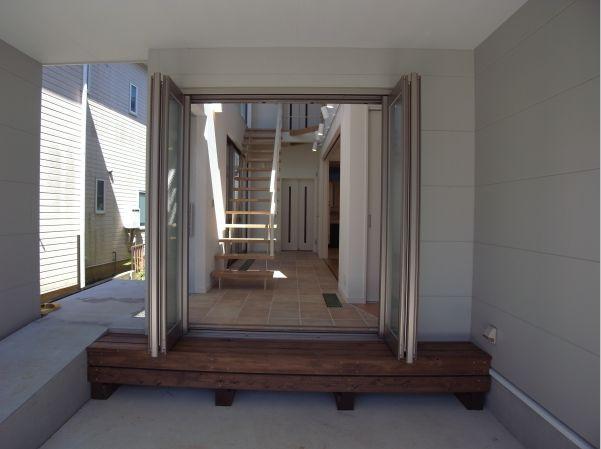 MIMEはうすの写真 ビルトインガレージと一体感のある空間