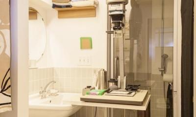 Y邸-写真現像用の暗室と広めの玄関を (サニタリー)
