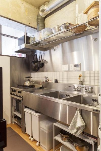 キッチン (Y邸-写真現像用の暗室と広めの玄関を)