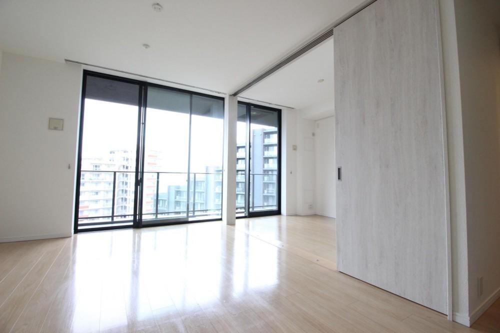 築浅マンション ほんの少しの間取りの工夫で、明るく、便利に! (洋室と一体化した明るいLDK)