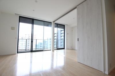 洋室と一体化した明るいLDK (築浅マンション ほんの少しの間取りの工夫で、明るく、便利に!)