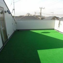 ビール坂の家 (広い人工芝の屋上)