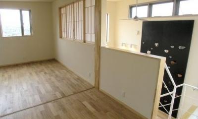 2階は開放できる間仕切りで構成された子供室|zekkeiハウス