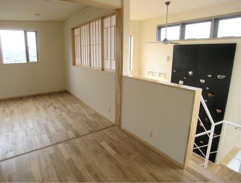 zekkeiハウスの部屋 2階は開放できる間仕切りで構成された子供室
