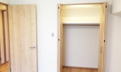 洋室のウォークインクローゼット|納戸とWIC+クローゼットで約7帖分の収納スペース