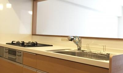 納戸とWIC+クローゼットで約7帖分の収納スペース (ペンダントライトのキッチン)