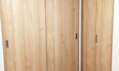 納戸とWIC+クローゼットで約7帖分の収納スペース (納戸 スライドドアとクローゼット)