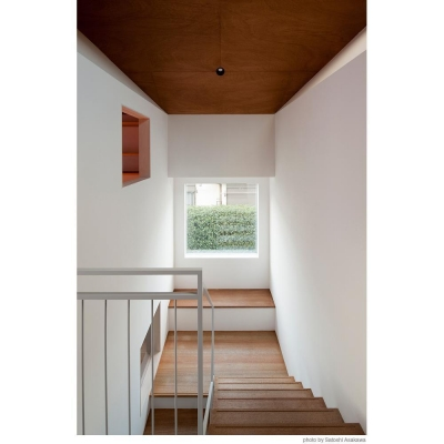 階段途中の小さな居場所 (サンチャノヤネ)