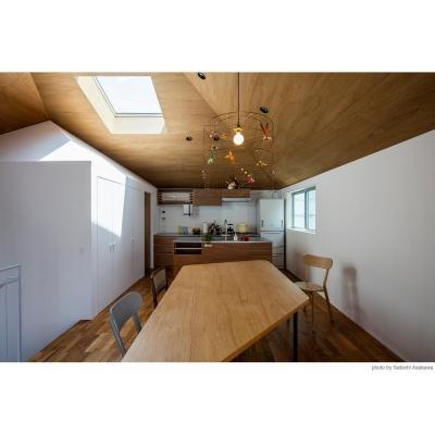 大きなテーブルのダイニングとキッチン (サンチャノヤネ)